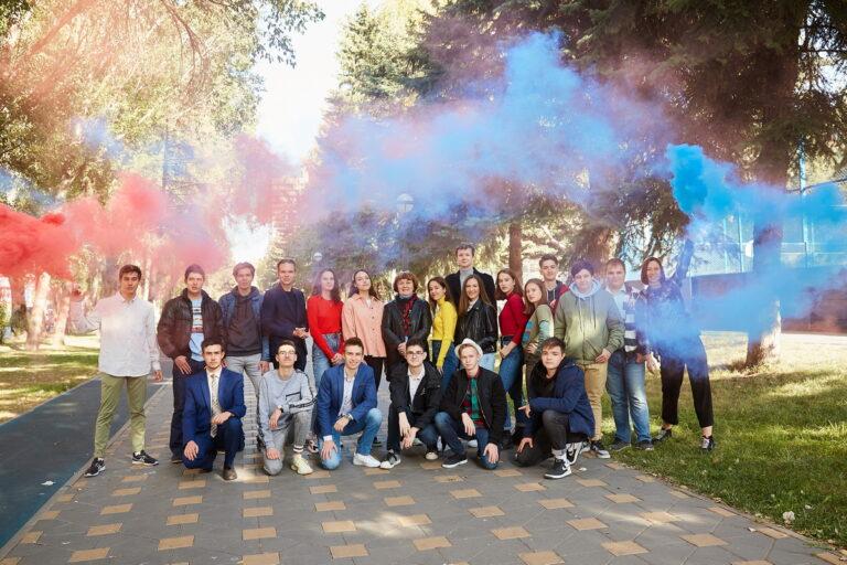 Фотосессия с дымовыми шашками для выпускного альбома